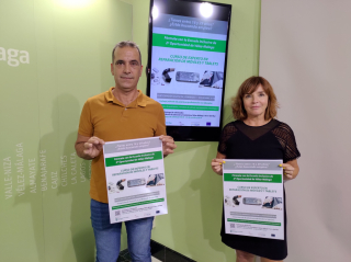 Vélez-Málaga ofrece formación a jóvenes en materia de reparación de dispositivos móviles