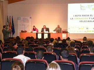La lluvia no estropeó el gran éxito de participación y acogida de la I Ruta hacia el Empleo, la Formación y la Empresa de Vélez-Málaga