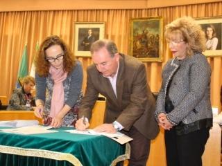 Vélez firma el Pacto Local por la Conciliación de la Vida Laboral y Familiar