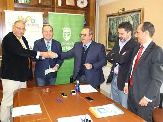 El alcalde firma con Avomix su instalación en el Tecnoalimentario