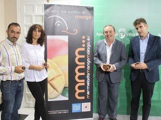 El Ayuntamiento acoge la presentación de la primera mermelada de mango de España, que comenzará a comercializarse esta semana