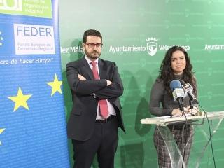 El ayuntamiento de Vélez Málaga, a través del OALDIM, y la Fundación Escuela de Organización Industrial (EOI) ponen desde hoy en marcha el servicio de consultoría para el desarrollo de planes de internacionalización para empresas