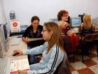 """Iniciativa Urbana """"De toda la Villa"""" impartirá un curso gratuito de alfabetización digital en su zona de actuación"""