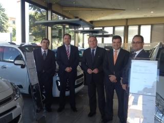 El alcalde visita las nuevas instalaciones de Citroën en Granada, adquiridas por una empresa veleña