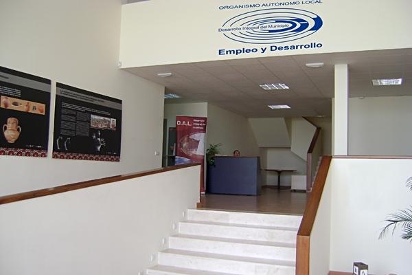 Entrada al edificio del OALDIM de Vélez-Málaga